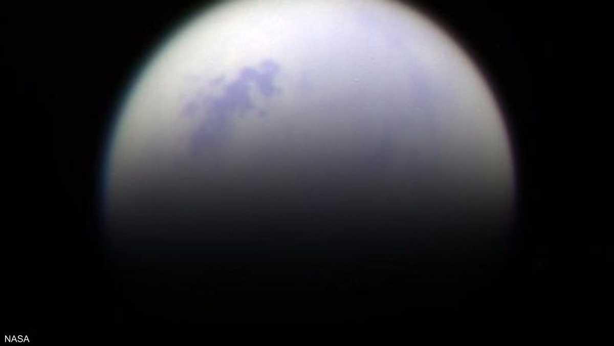 أحد أقمار زحل.. وتظهر الصورة محيطا من المياه المالحة