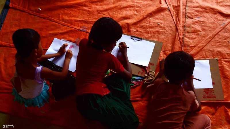يرسمون في مخيم تيكناف ببنغلاديش