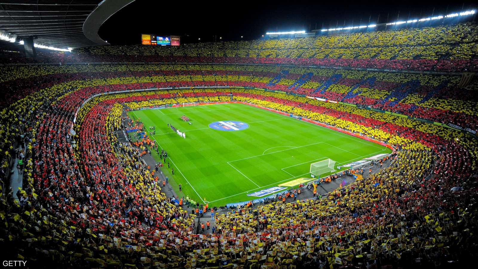 ملعب برشلونة بألوان علم كتالونيا