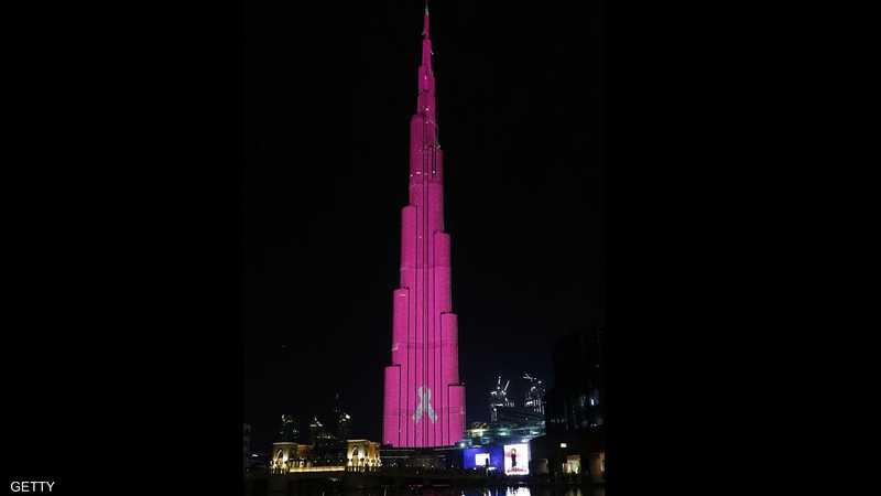 برج خليفة في دبي يتضامن مع المصابين بسرطان الثدي