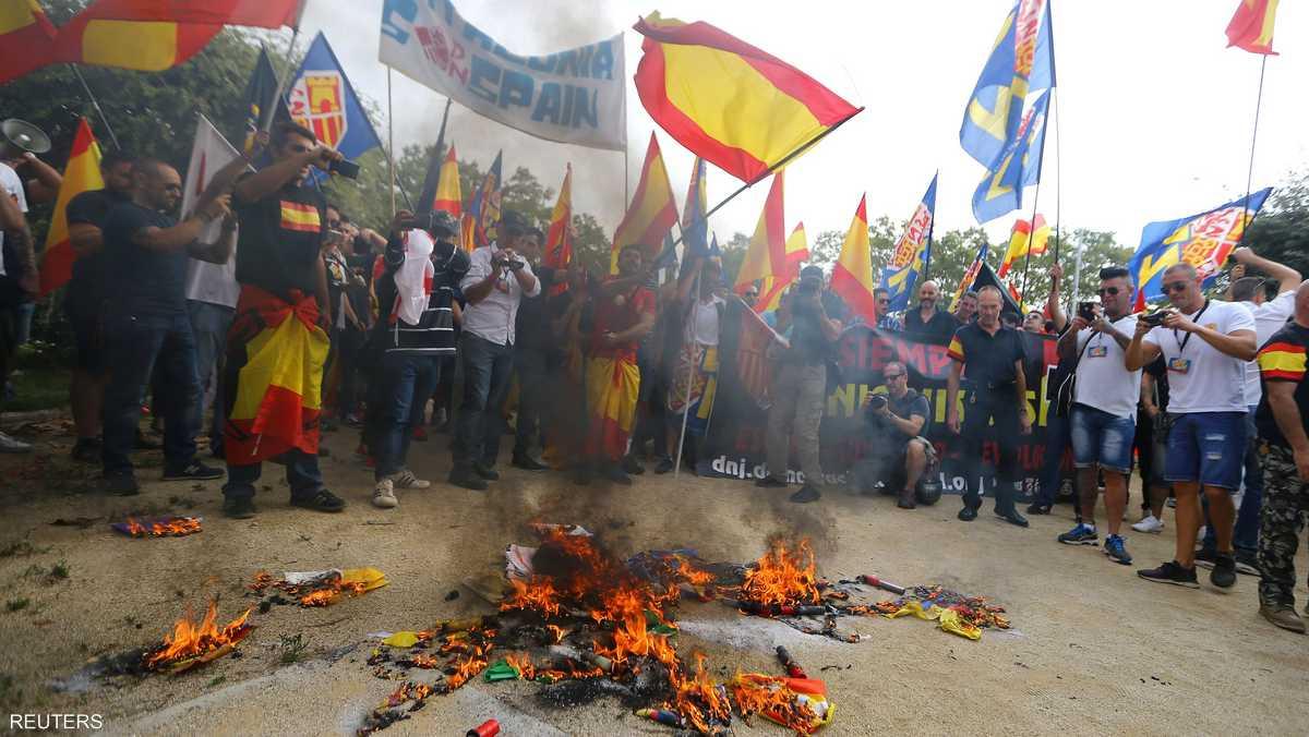 الأعلام الإسبانية كانت حاضرة خلال التظاهرات
