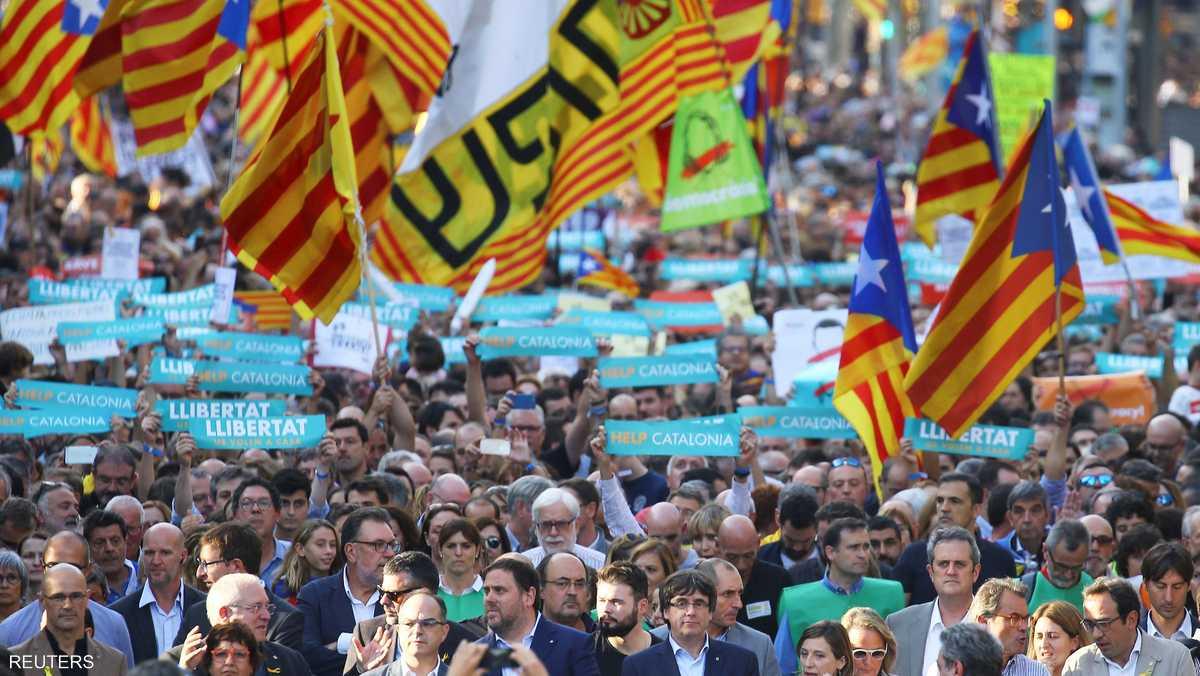 تظاهر نحو نصف مليون من سكان كتالونيا