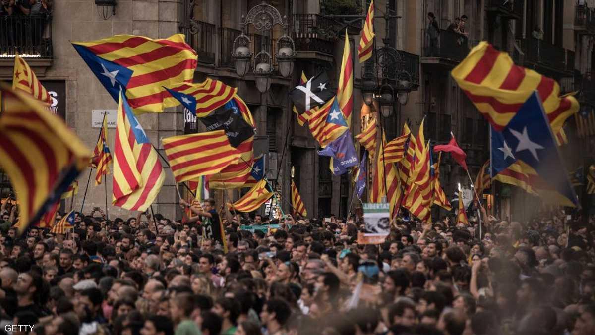 خرجت الجماهير حاملة أعلام كتالونيا