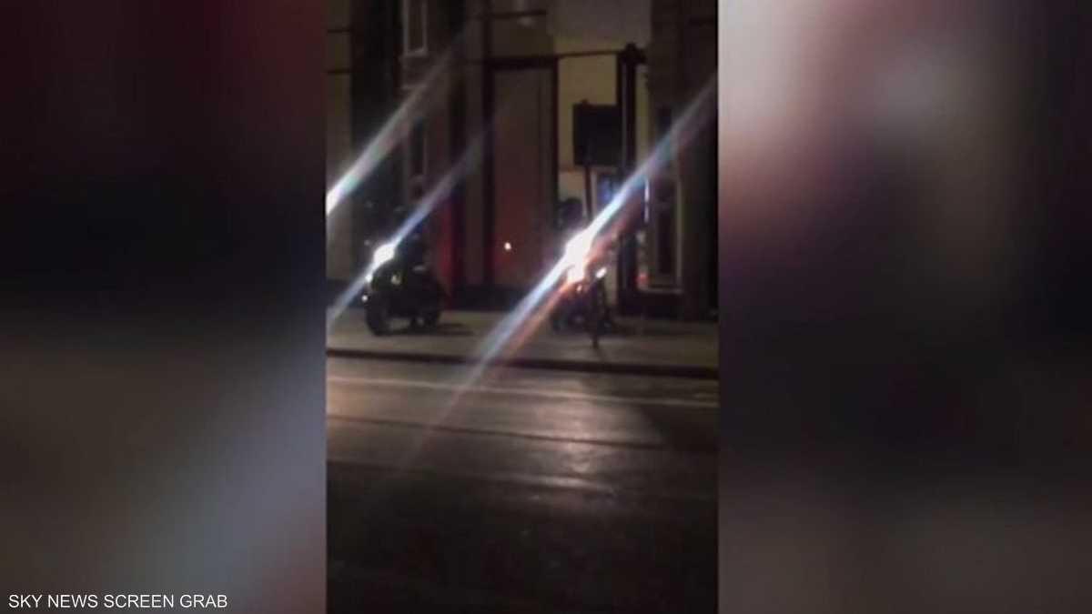 نتيجة بحث الصور عن مسلح دراجة نارية في الليل