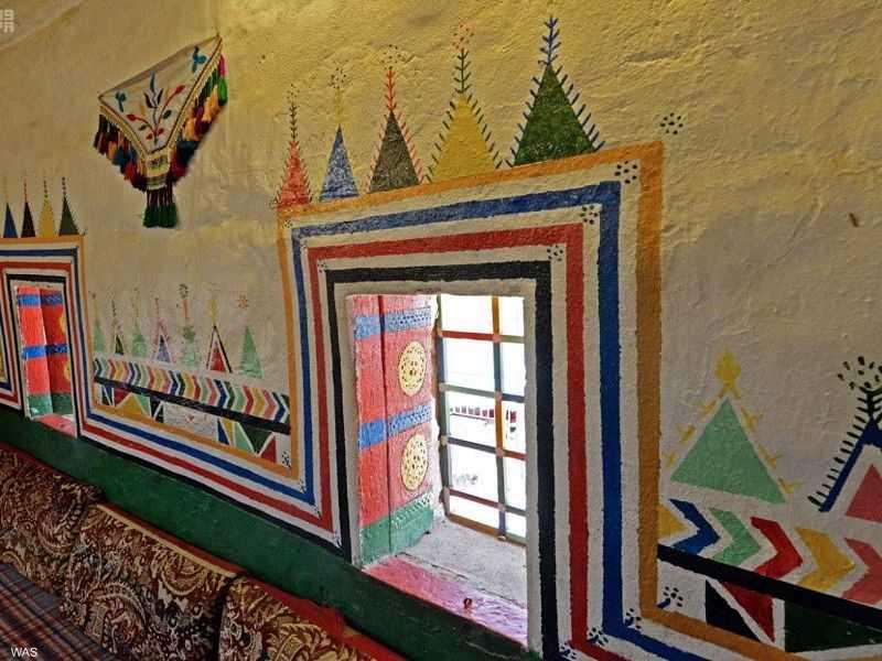 القط العسيري.. فن تزيين جدران المنازل