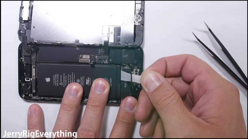 بالفيديو طريقة استبدال بطارية آيفون 6 و آيفون 7 أخبار سكاي نيوز عربية