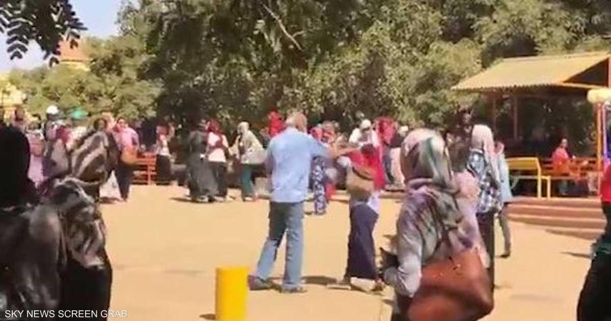 بعد-فيديو-العلقة..-رئيس-جامعة-بنات-سودانية-يعتذر