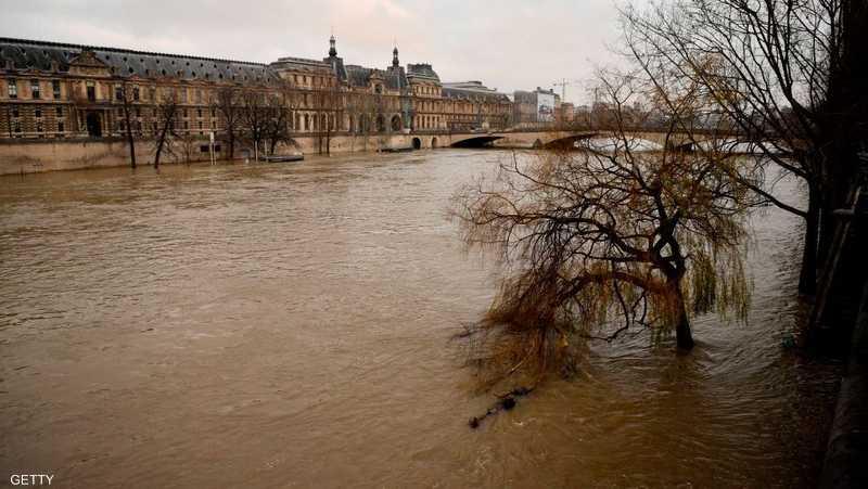 ارتفاع الفيضانات يهدد متحف اللوفر