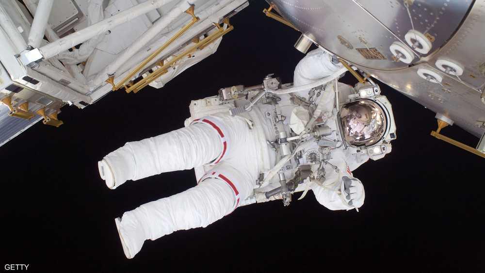 المشي في الفضاء والتقاط الصور مقابل 100 مليون دولار