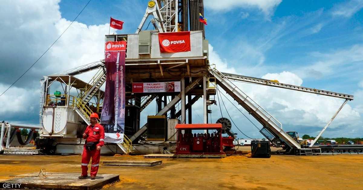 النفط يرتفع وسط ضبابية ويتجاهل ارتفاع مخزون أميركا