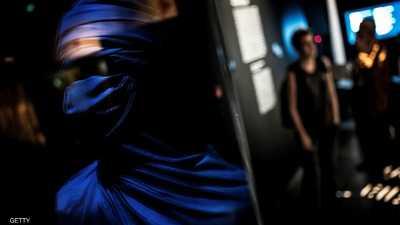 """""""الرجال الزرق"""" يحتجون على تشويه صورتهم"""