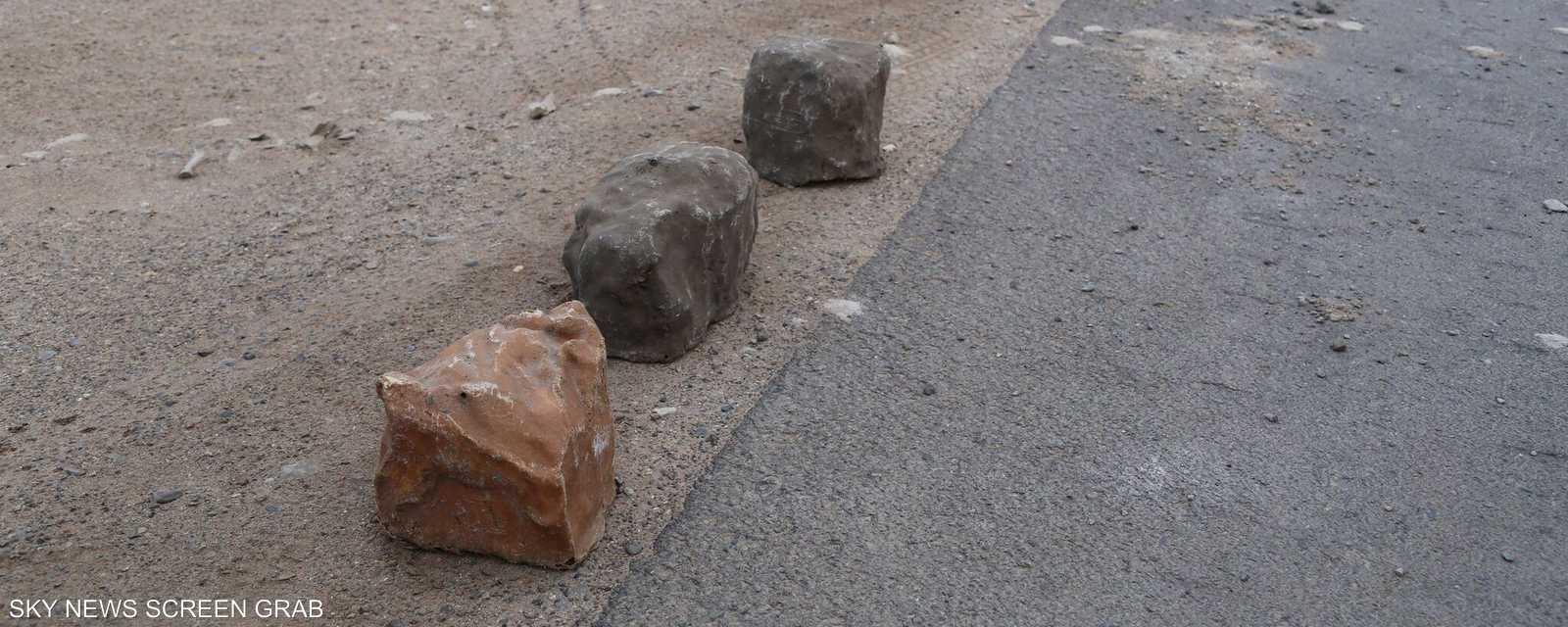 القنابل تشبه الصخور ويصعب تمييزها