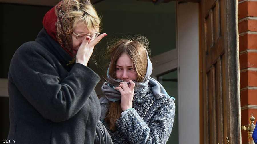 الدموع تملأ وجوه عائلات الضحايا