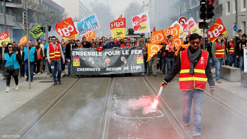 الاتحادات العمالية الرئيسية في السكك الحديدية دعت إلى إضراب