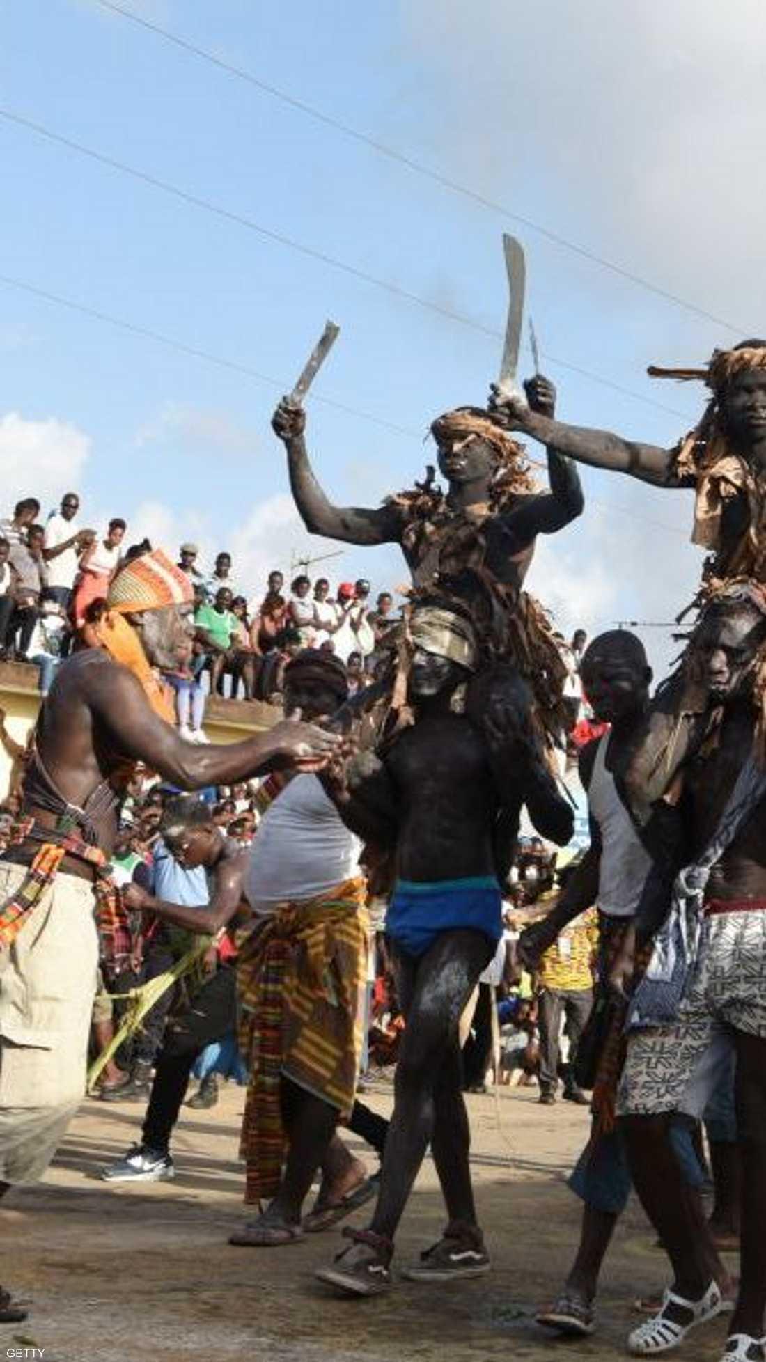 """تجسيد لـ""""رقصة الحرب"""" التقليدية في كرنفال بوبو"""
