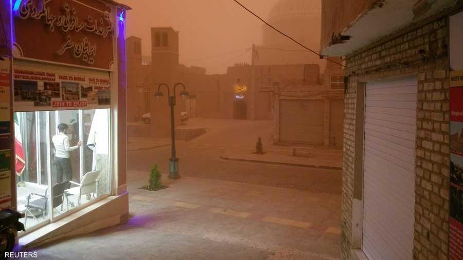 وكالات أنباء إيرانية تحدثت عن إصابة 10 أشخاص بسبب العاصفة