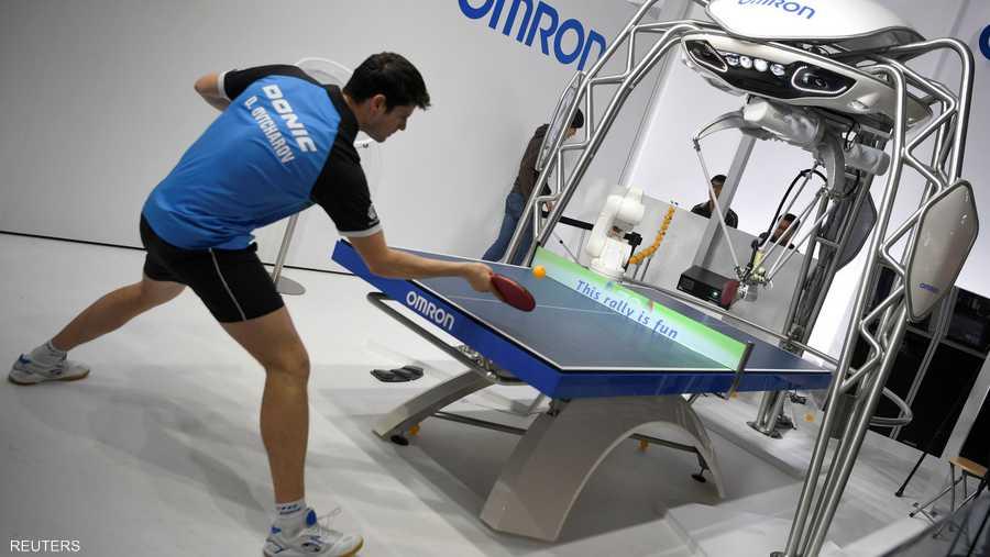 تحدي بين الروبوت فورفيوس ولاعب تنس الطاولة ديميتري أوفتشاروف