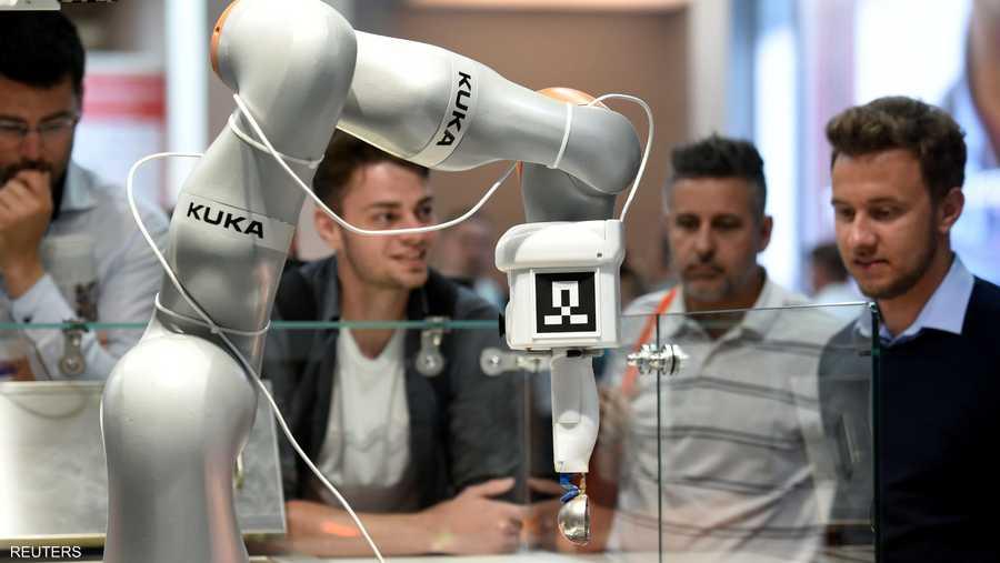 """عرضت شركة """"كوكا"""" روبوتا للاستخدام في المجالات الصناعية"""