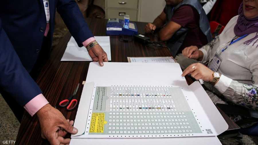 لائحة بقوائم الأحزاب في أحد مراكز التصويت