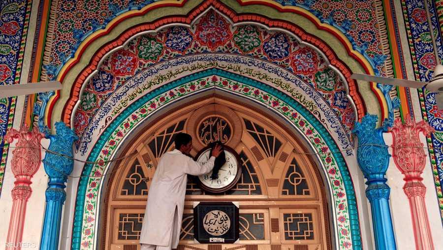 وأعلنت دول إسلامية عدة أن شهر الصوم سيبدأ الخميس