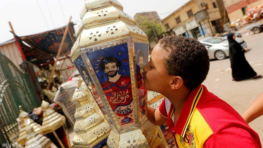لكن فانوس اللاعب المصري الأشهر محمد صلاح جدد هذا التراث