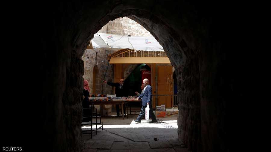 الفلسطينيون يستقبلون رمضان بمذاق مختلف