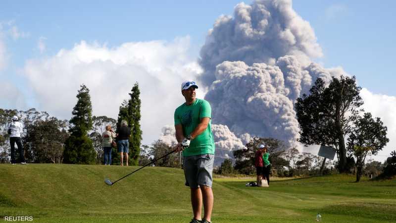 رغم التحذيرات يبدو أن بركان كيلاويا ليس خطرا للاعبي الغولف
