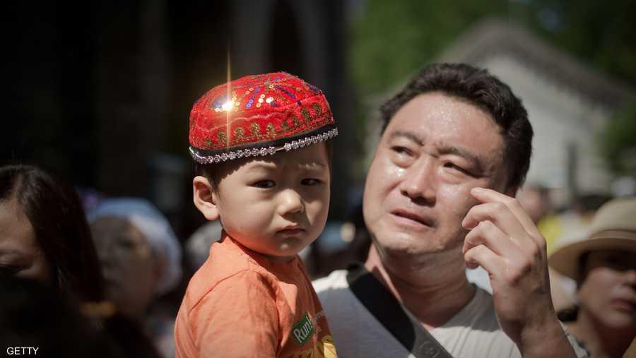 فرحة مسلم صيني بقدوم الشهر الكريم