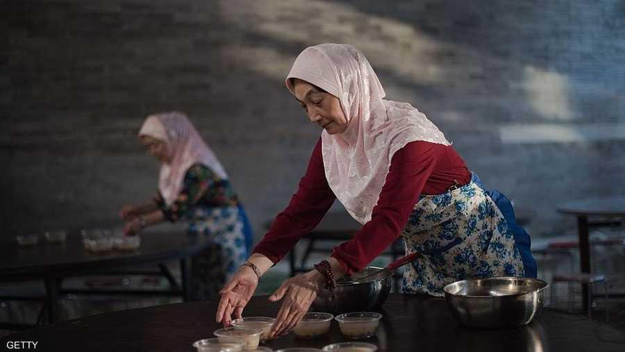 من أبرز مظاهر رمضان بالصين تنظيم موائد الإفطار الجماعي