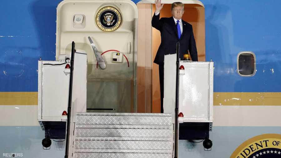 ترامب يترجل من الطائرة.. خطوات من أجل المستقبل