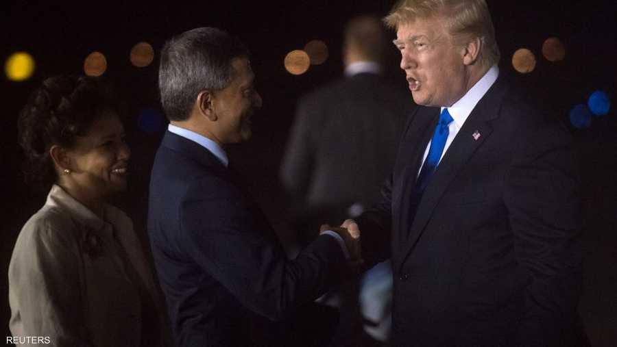 وزير خارجية سنغافورة كان في استقبال ترامب