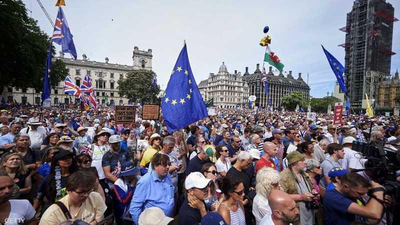 المتظاهرون نزلوا إلى ساحة البرلمان