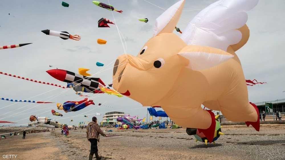أشكال متعددة من الطائرات الورقية شاركت في المهرجان