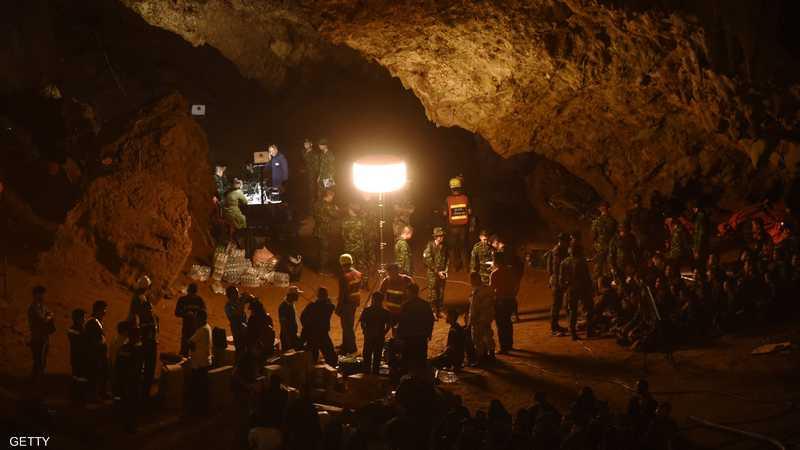 جانب من أعمال إنقاذ الصبية في تايلاند.