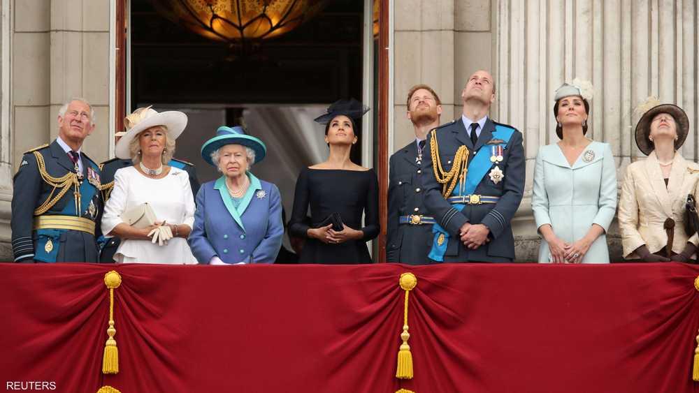 العائلة الملكية تابعت العروض من شرفة قصر باكينغهام