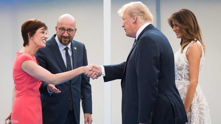 أميلي ديربودرينغين، زوجة رئيس الوزراء البلجيكي تصافح ترامب