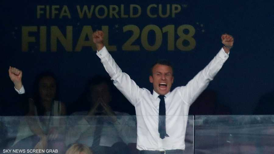 فرحة الرئيس الفرنسي مع كل هدف يسجله الديوك