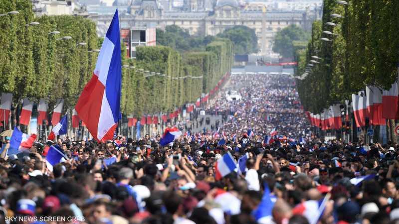 تجمعات أعادت فرحة فرنسا بالفوز بكأس العالم قبل 20 عاما