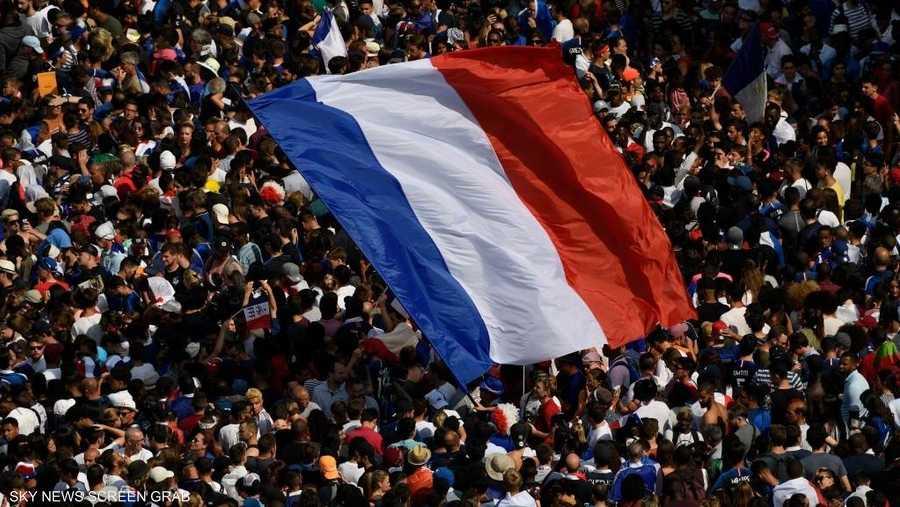 سينال لاعبو المنتخب الفرنسي وسام الشرف