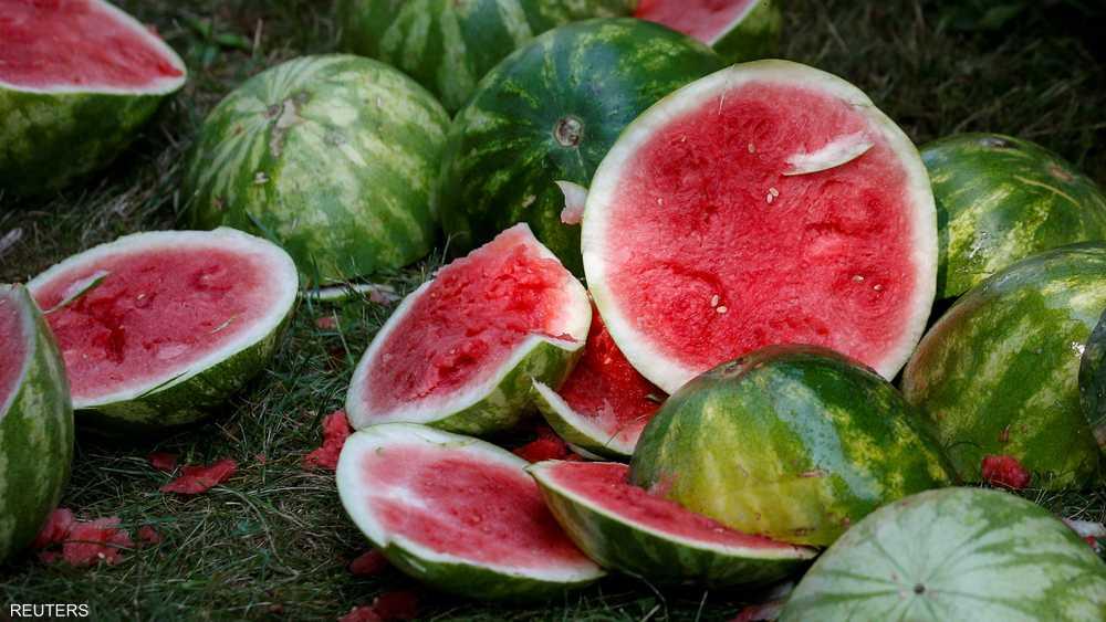 أنصاف البطيخ