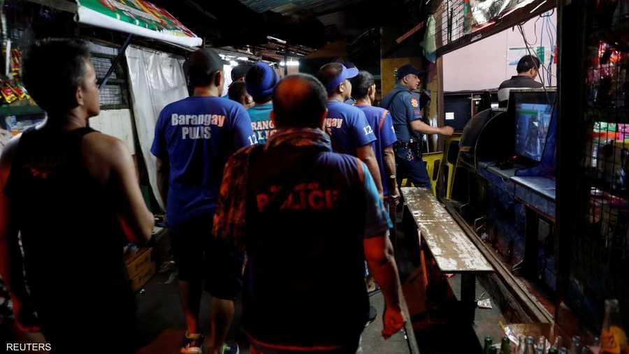 دورية للشرطة في أحياء مانيلا الفقيرة