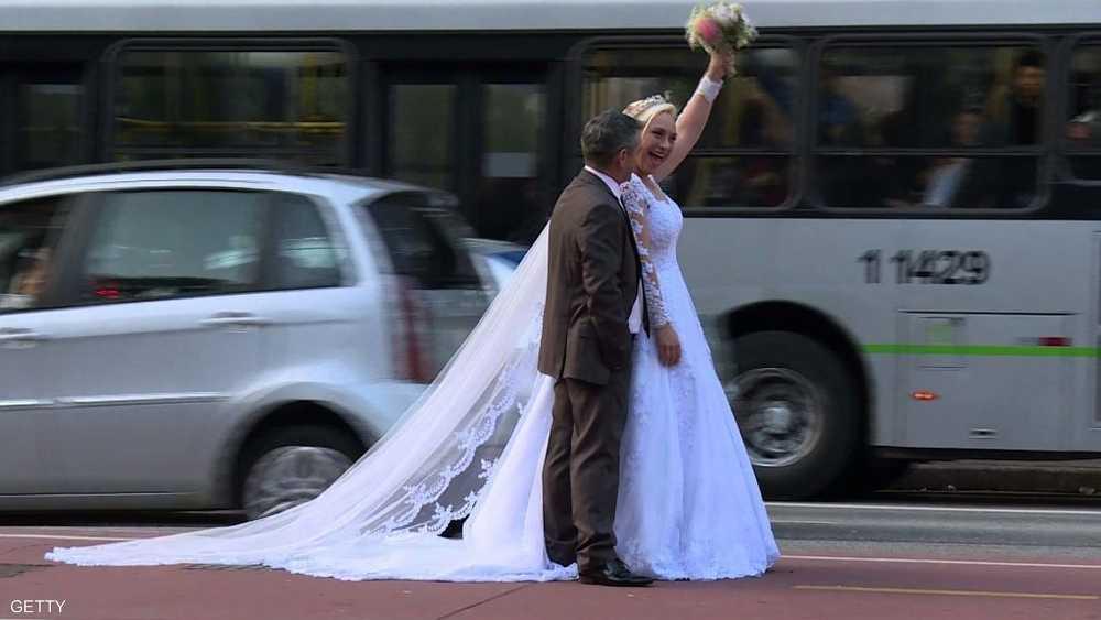 لم يحظيا بصور تذكارية لحفل زفافهما الحقيقي