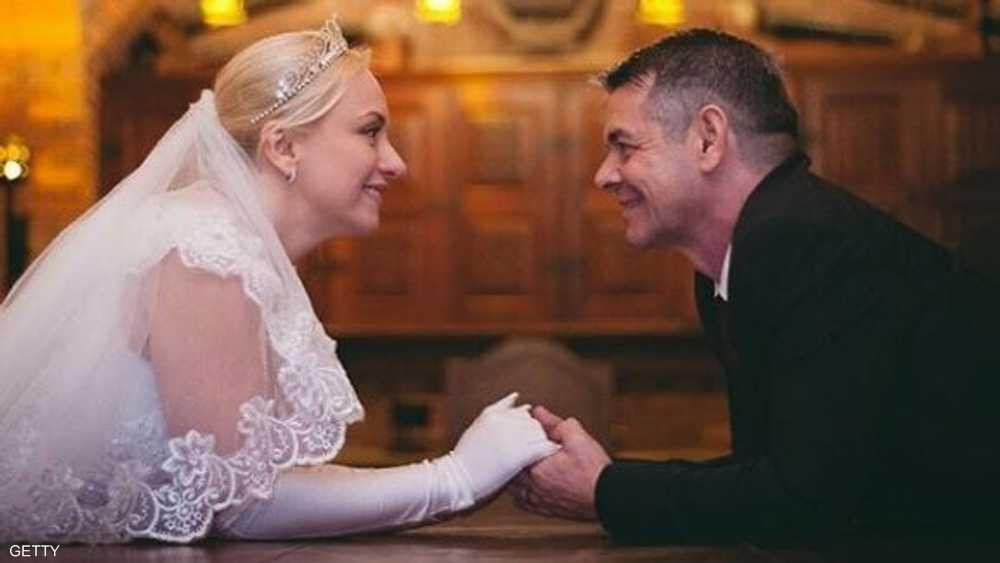 """ينشران صورهما في مواقع التواصل تحت عنوان """"نتزوج هناك"""""""