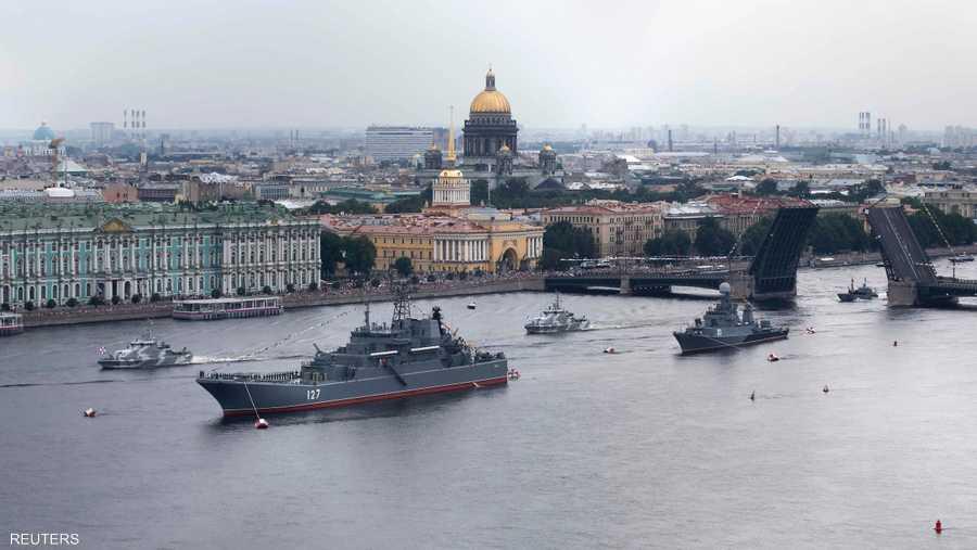 جرى الاستعراض قبالة سواحل مدينة سان بطرسبورغ