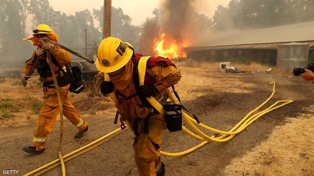 الآلاف من رجال الإطفاء شاركوا في جهود محاصرة النيران