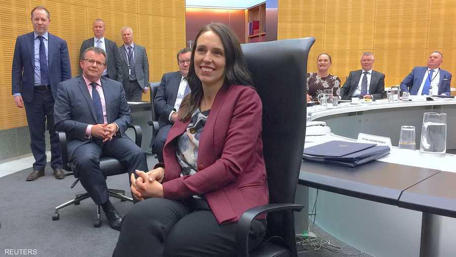 رئيسة وزراء نيوزيلندا في اول يوم عمل بعد إجارة الوضع