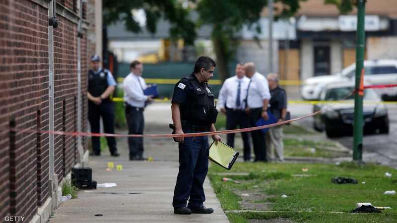 عناصر من شرطة شيكاغو أثناء التجقيق في إطلاق نار. أرشيفية