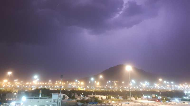 الأمطار سبقتها عاصفة رعدية