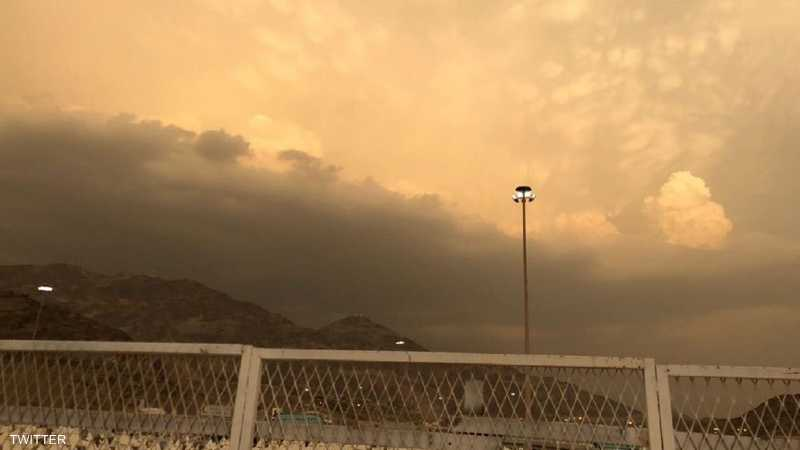 وقالت إن الأمطار قد تؤدي إلى جريان السيول بمنطقة مكة المكرمة