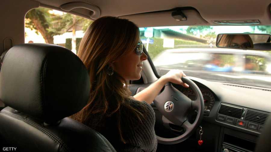 دراسة جديدة : النساء هُنّ الأفضل في قيادة السيارات